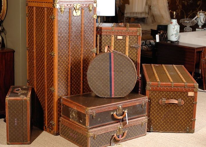 Oliver-Burns-Decorating-Louis-Vuitton-Trunks-Luggage-Coffee-Table-4-1st-Dibs-1